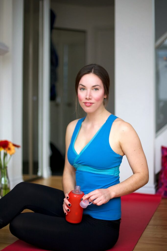 to vogue or bust for yyoga, yoga blogger, lululemon tights, lululemon top, obakki foundation bottle, bkr bottle, yyoga