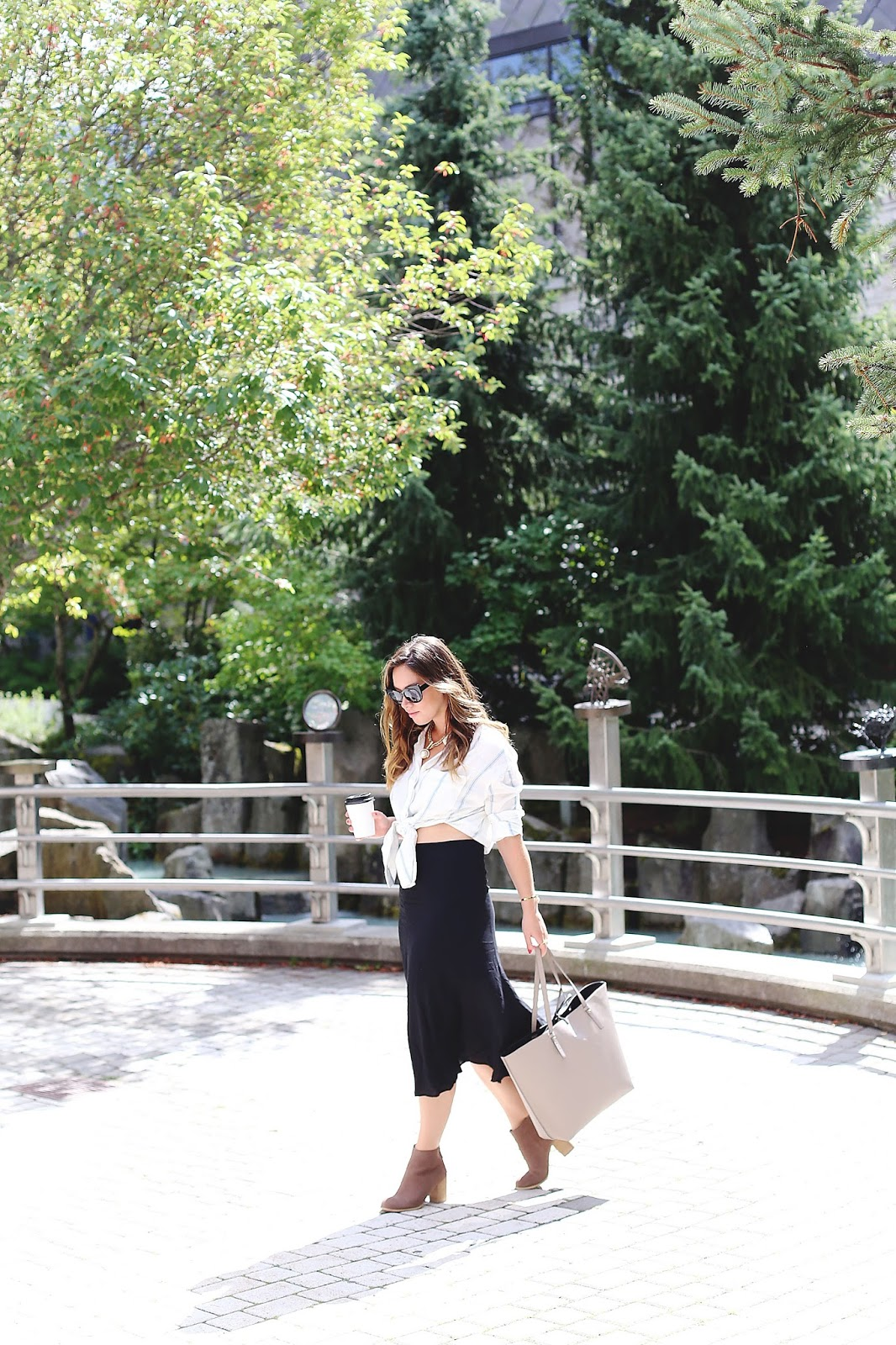 how-to-wear-a-midi-skirt-2