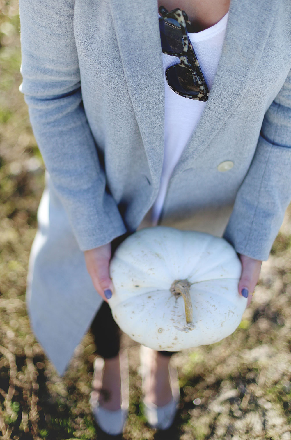 To Vogue or Bust shares details about the Tsawwassen Mills grand opening in the best pumpkin patch in Vancouver Backroads Family Market dressed in an Aritzia wool coat, Aritzia grey hat, Aritzia leather leggings, Aritzia T-shirt and taupe Tieks flats with Leah Alexandra Jewelry