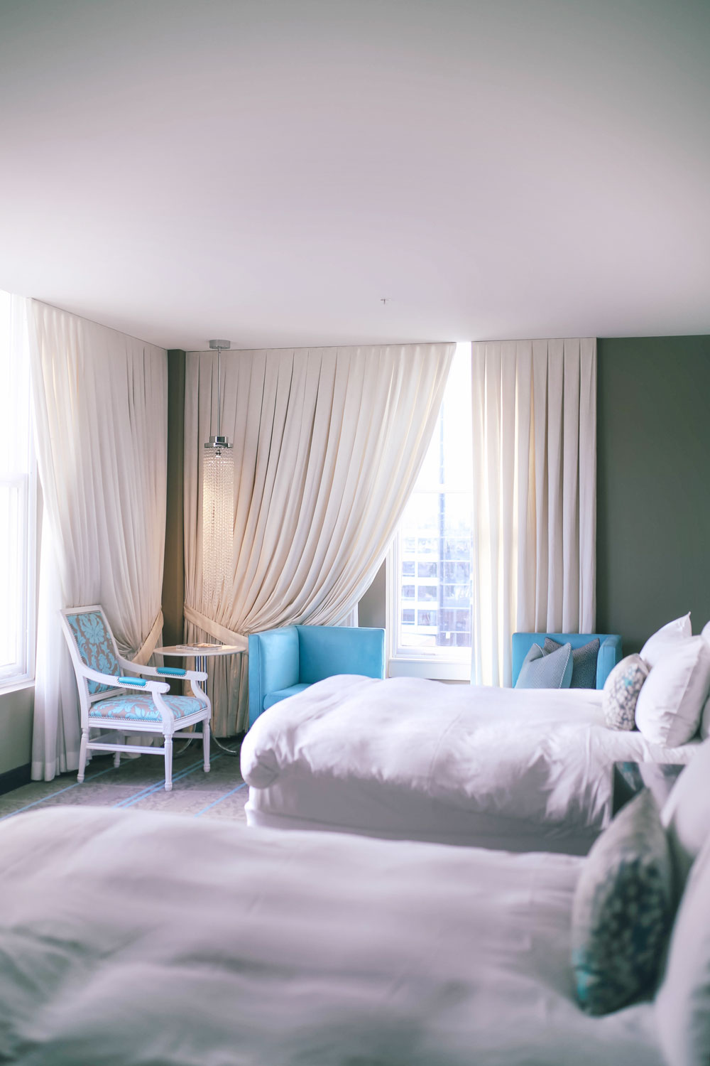 Best hotels in portland, what to do in portland for a weekend, best restaurants in portland, best cocktail bars in portland, the nines suite, portland hotels the nines, where to go for cocktails in portland, blue star donuts, portland departure outdoor deck, best views in portland, departure the nines hotel, nines hotel review by To Vogue or Bust