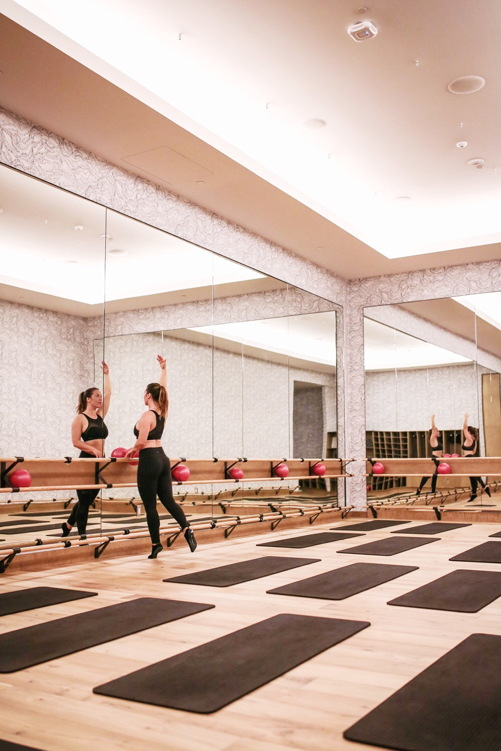 Equinox barre classes review by To Vogue or Bust