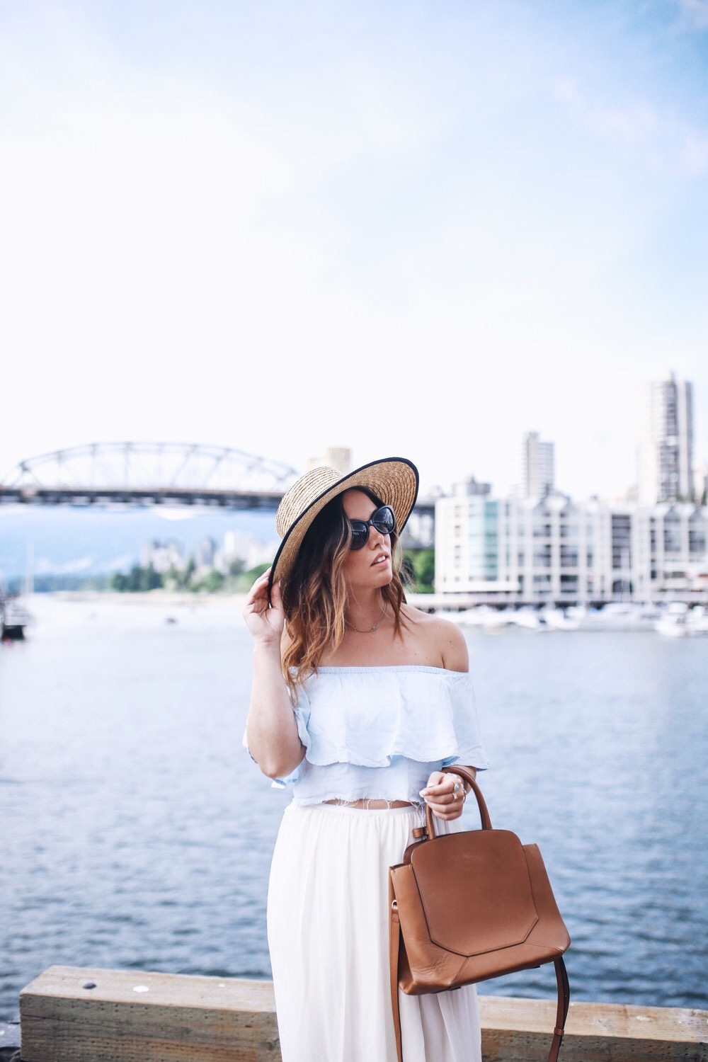 Summer outfit ideas in aritzia by To Vogue or Bust