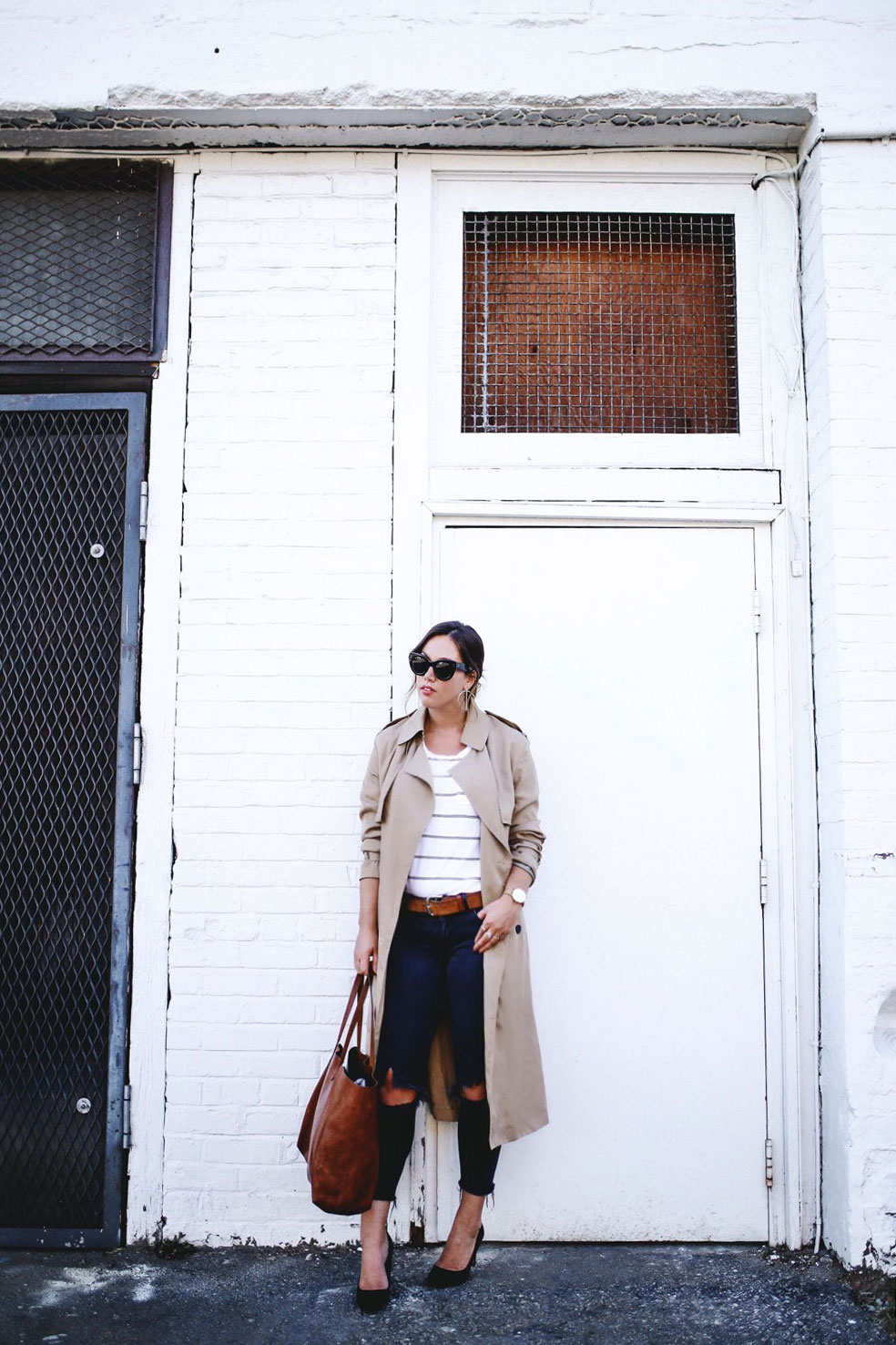 How to style a trench coat in mavi jeans by To Vogue or Bust