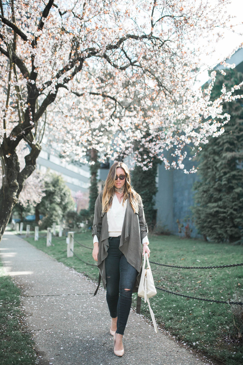 spring outfit inspiration in mavi adriana skinny jean by To Vogue or Bust