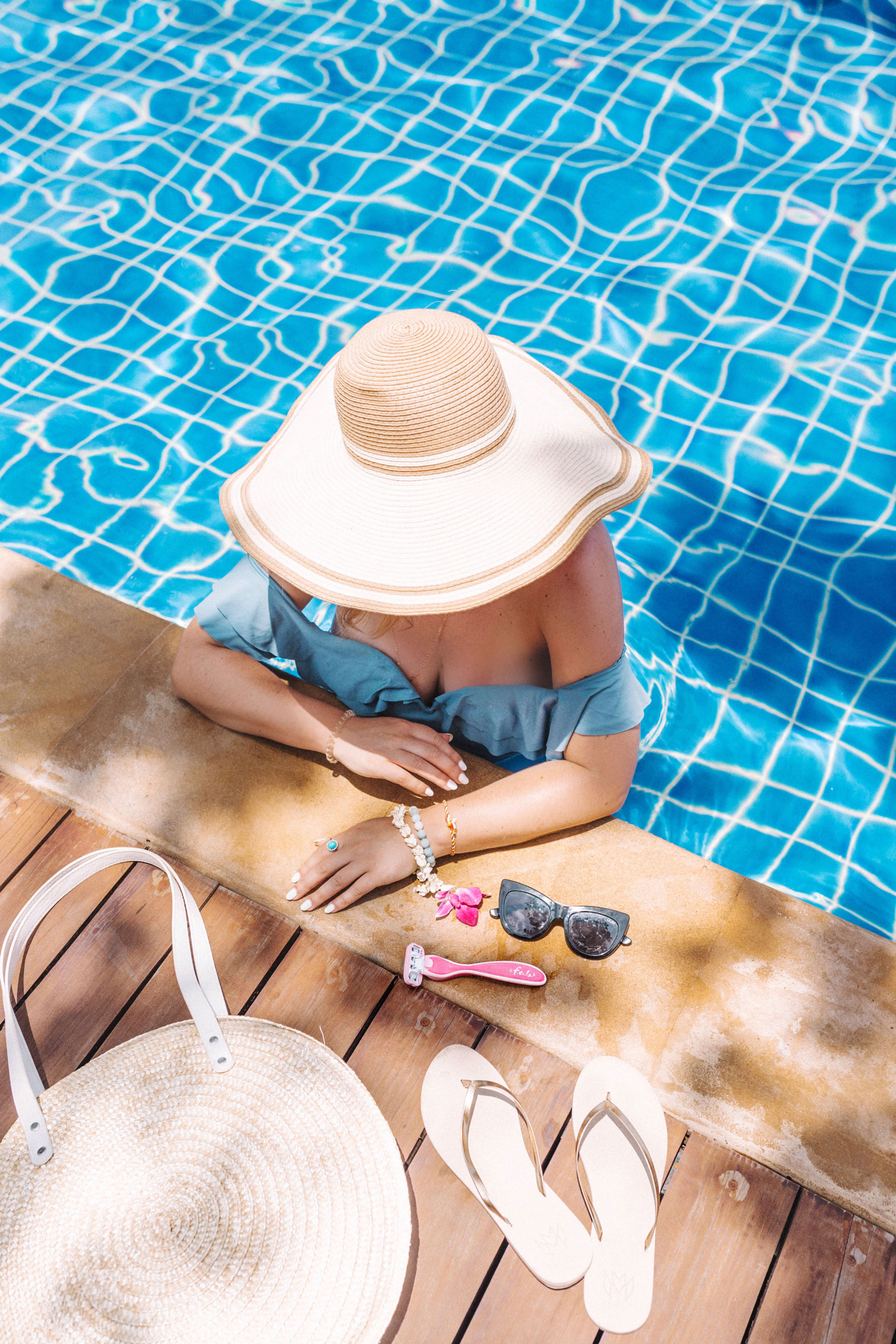 beach vacation packing list by To Vogue or Bust