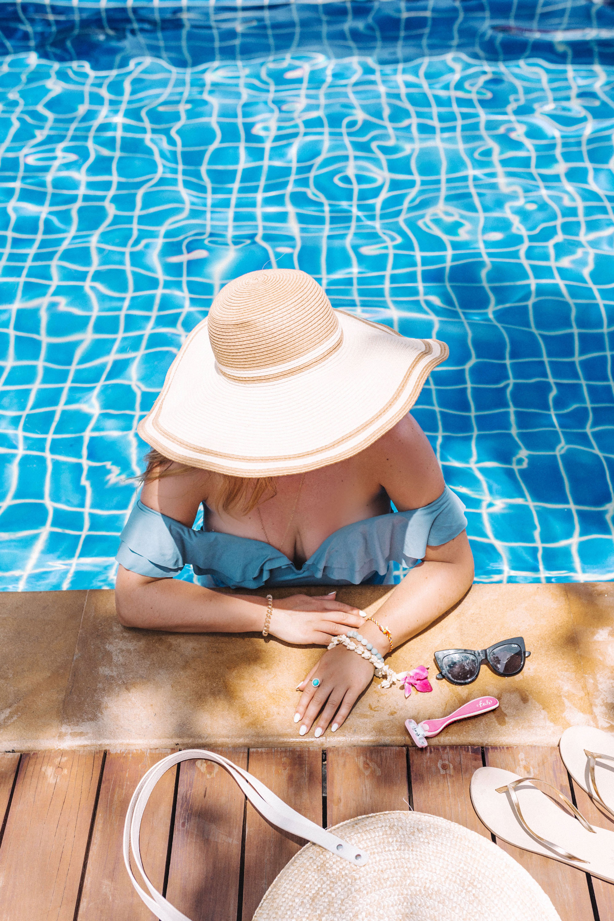 what to wear to the beach in quay sunglasses by To Vogue or Bust