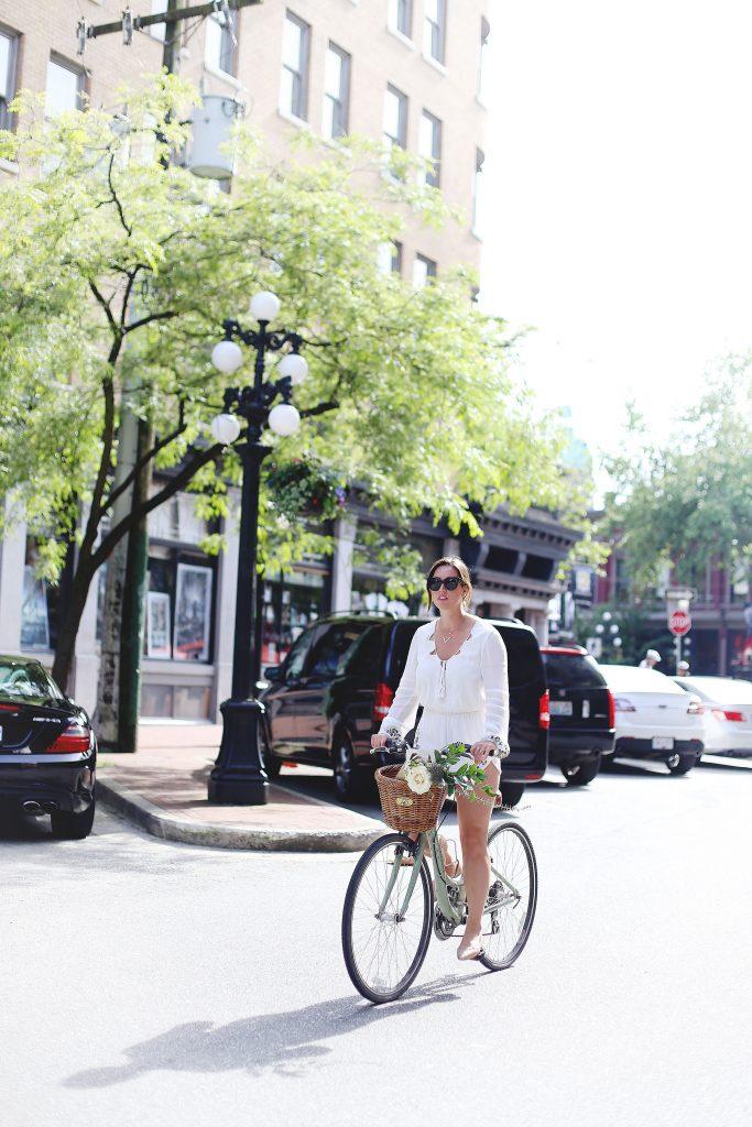 Stylish bike outfit idea
