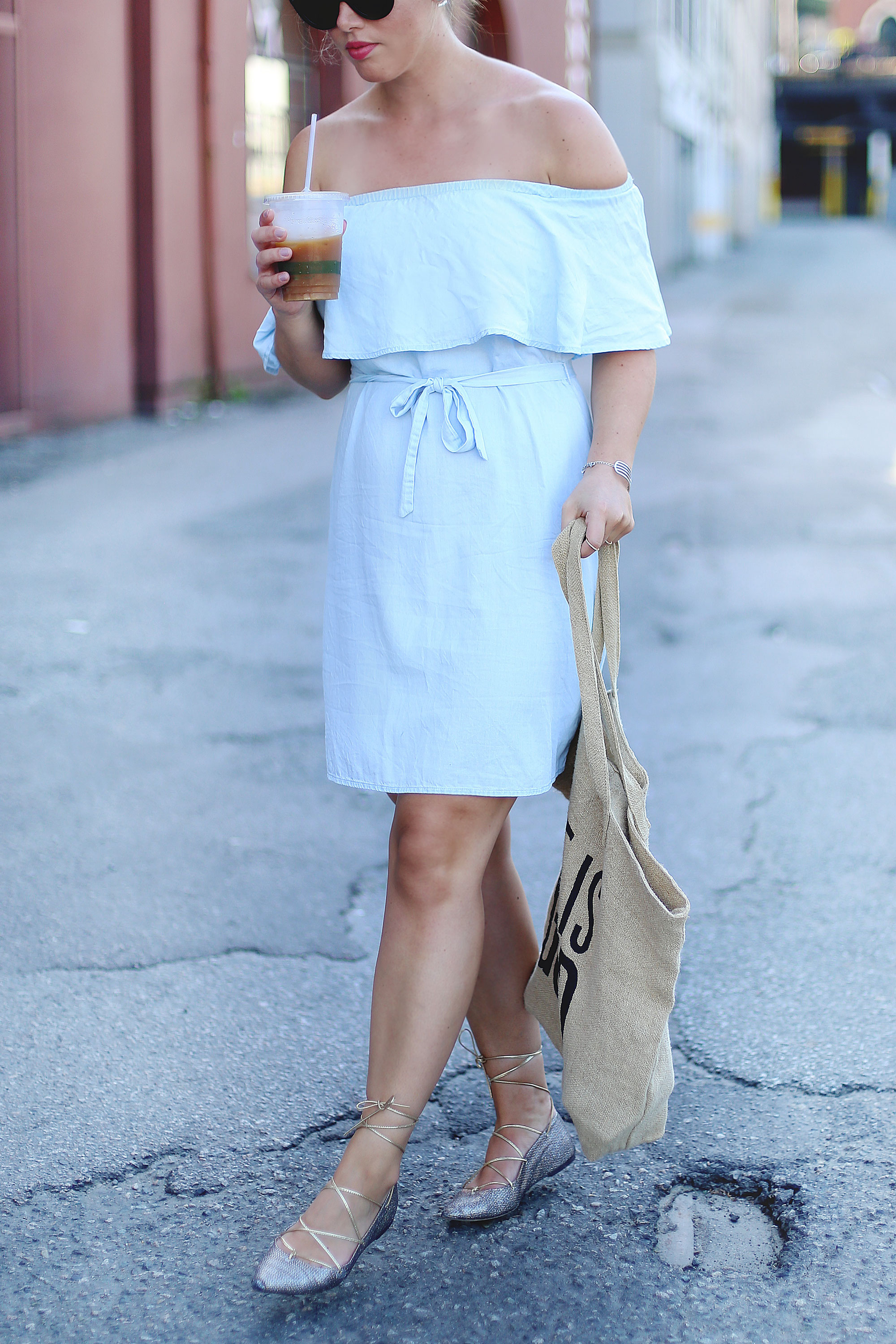 How to wear a canvas tote