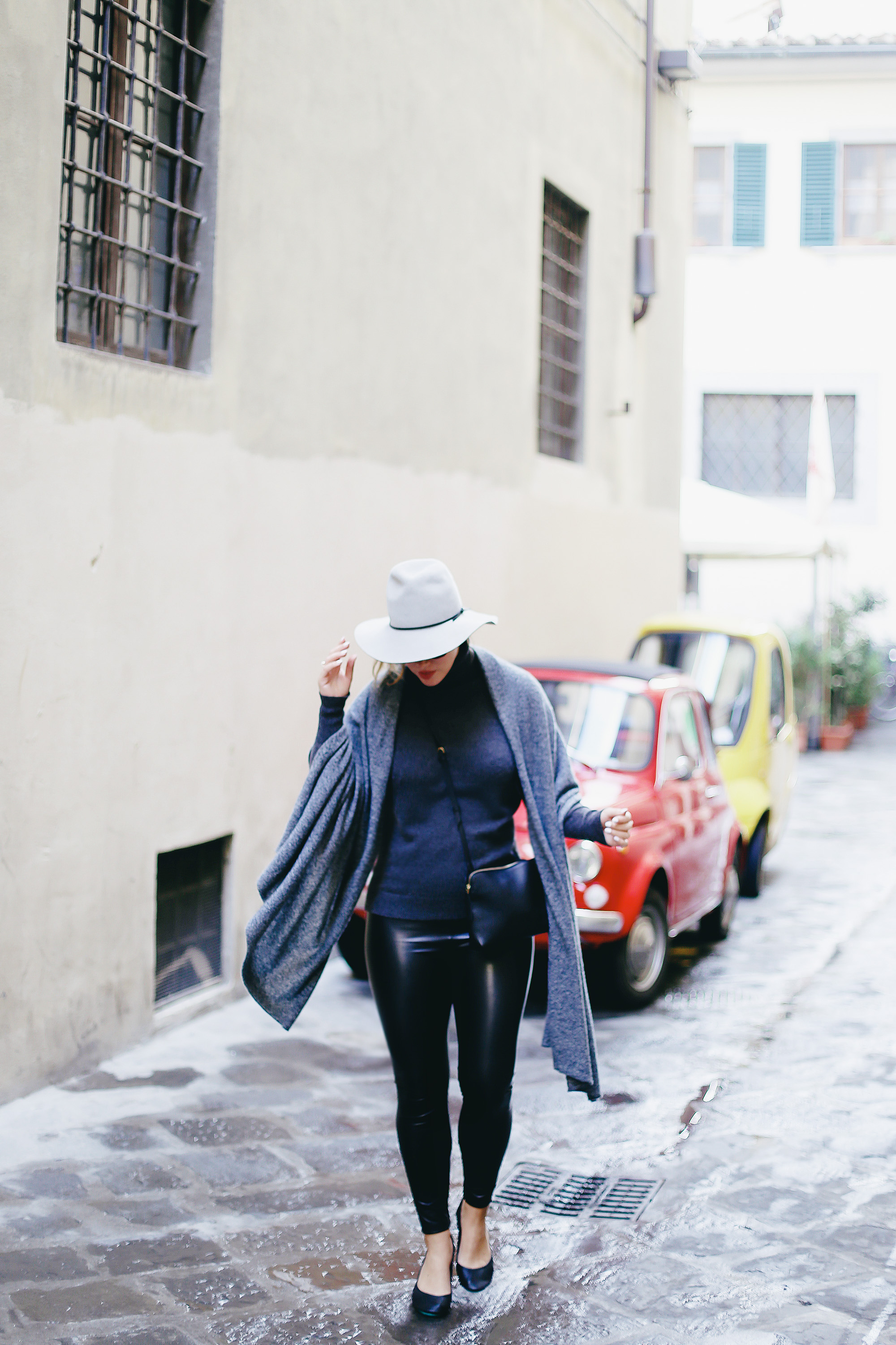 Why you should pack cashmere for travelling: White + Warren cashmere turtleneck and White + Warren travel wrap as worn by To Vogue or Bust in Florence, Italy