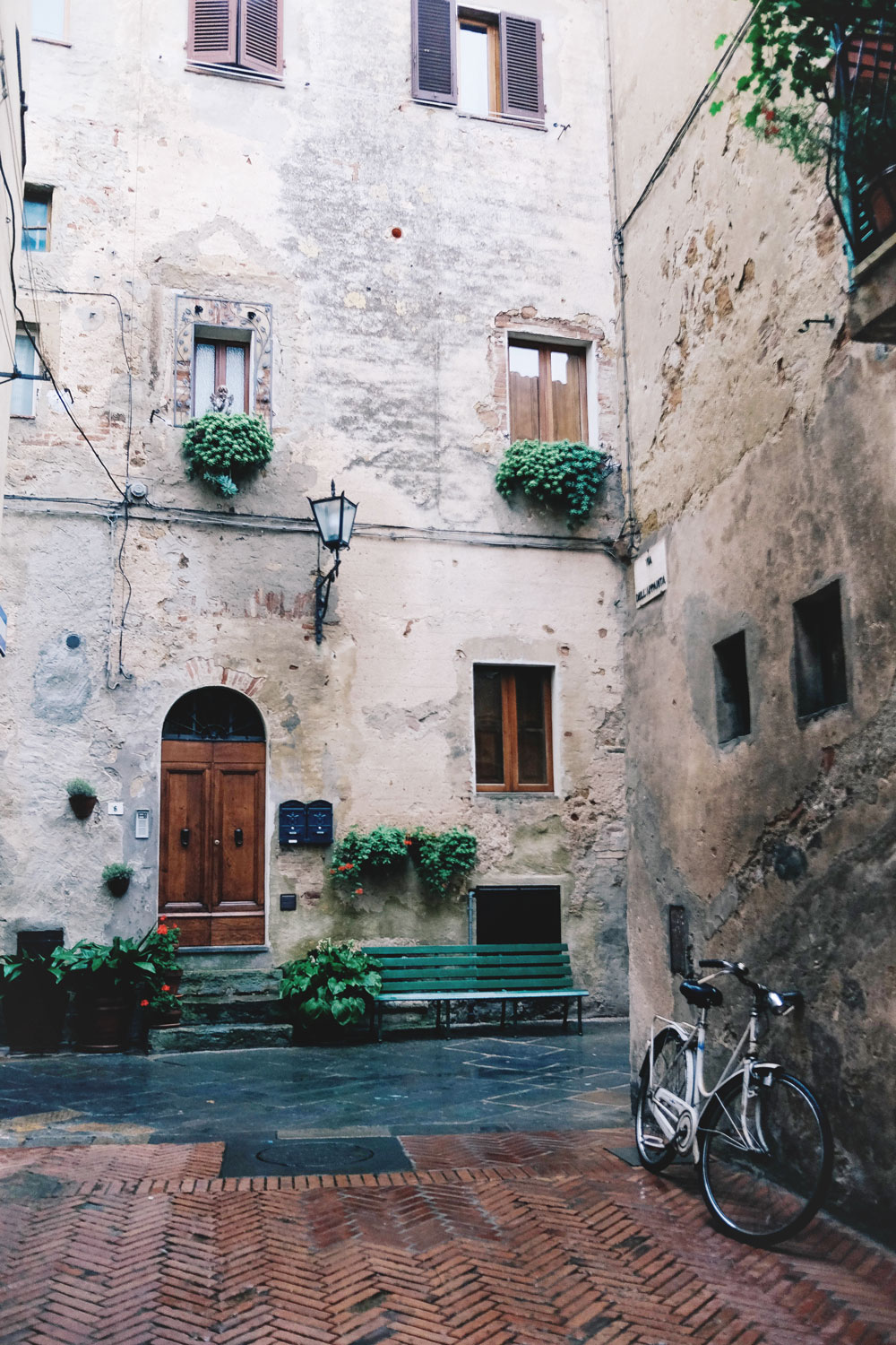 Tuscany travel guide, weekend guide to Tuscany, what to do in Tuscany, Siena Italy travel guide, Montepulciano guide, Pienza travel tips, Italy travel guide by To Vogue or Bust